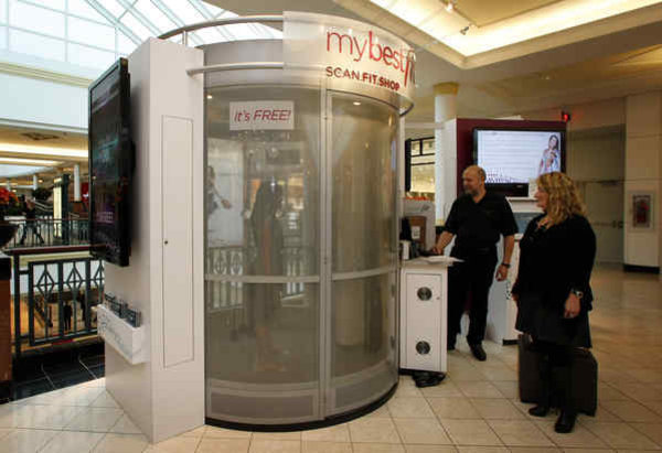 Philadelphia Inquirer fashion writer Elizabeth Wellington took her turn in the Mybestfit scanner at King of Prussia Mall in 2010, with Unique Solutions' chief technical officer Bob Kutnick and CEO Tanya Shaw. Photo: philly.com