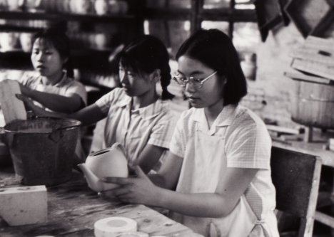Jan Wong (in glasses) aged 19, in 1972. Working in a pottery factory in south China. Photo: Jan Wong via the Daily Mail
