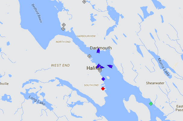 A quiet day on the harbour, with only the ferries (blue) moving. Map: marinetraffic.com
