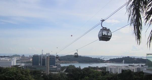 A gondola crosses Singapore Harbour. Photo: Nicholas Chu