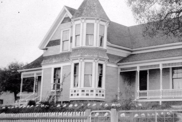 Photo: Clara Dennis, Public Archives of Nova Scotia 1981-541 no512