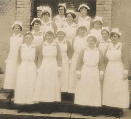 Black and white photo of a group of nurses in 1918
