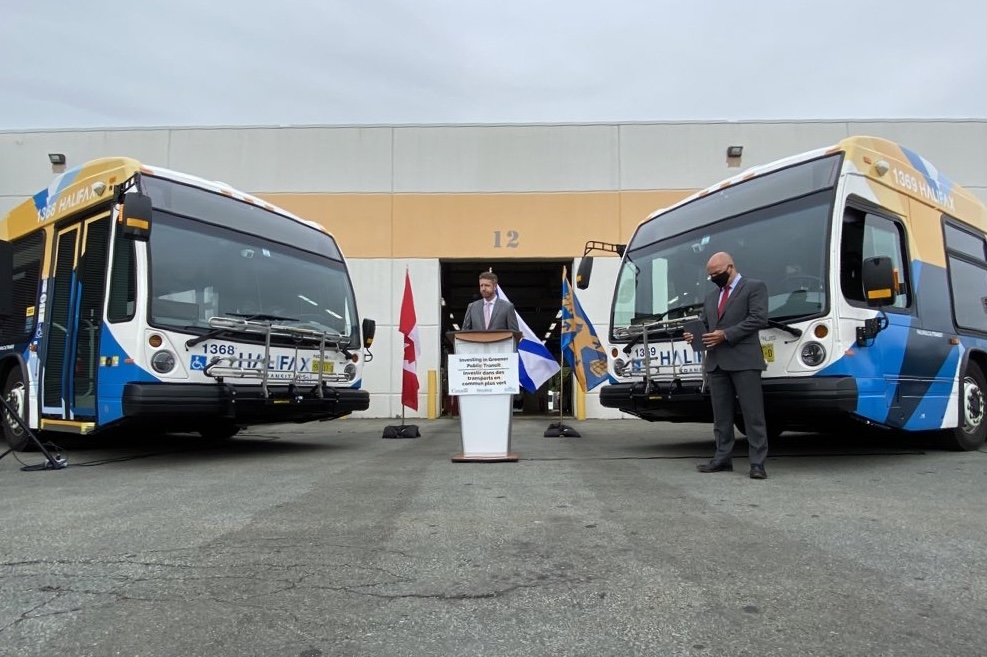 Podium with speaker between two buses